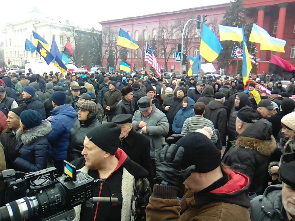 Парк Шевченко. Красный корпус. Митинг противников коррупции в Киеве.