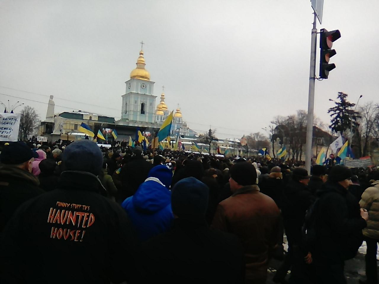 Михайловская площадь. Митинг противников коррупции в Киеве.